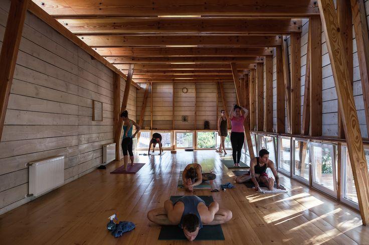 Galería de ¿Cuáles son las claves de diseño arquitectónico de un espacio de yoga y meditación? - 1