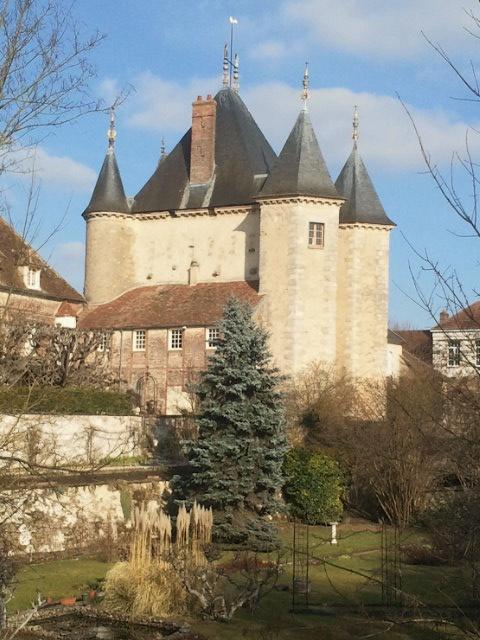 Porte de Joigny Villeneuve-sur-Yonne #HauteBourgogne #Yonne