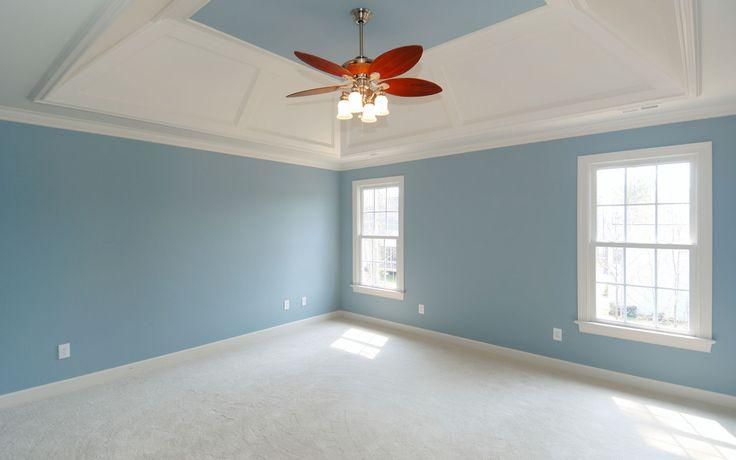 Βάψιμο σπιτιού σε γαλάζιο χρώμα
