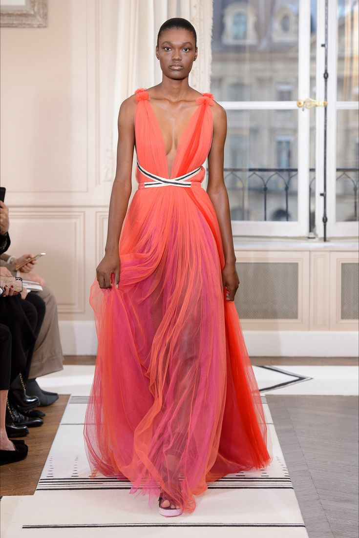 Sfilata Schiaparelli Parigi - Alta Moda Primavera Estate 2018 - Vogue