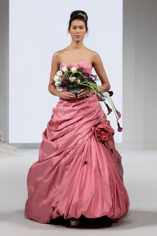 64 best my style images on pinterest bridal bouquets for Vera wang rose wedding dress