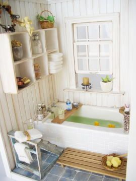 Lovely miniature Bathroom in 1/12 scale.