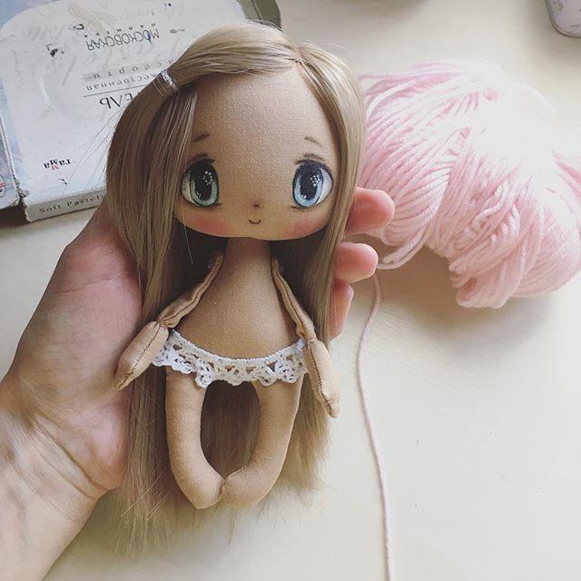 Ойу меня родилась случайная детка☺️☺️☺️ну так бывает, просто на одном дыхании))) она свободная. Если у меня в голове родилась куколка я просто не успокоюсь пока не сделаюу вас так бывает?