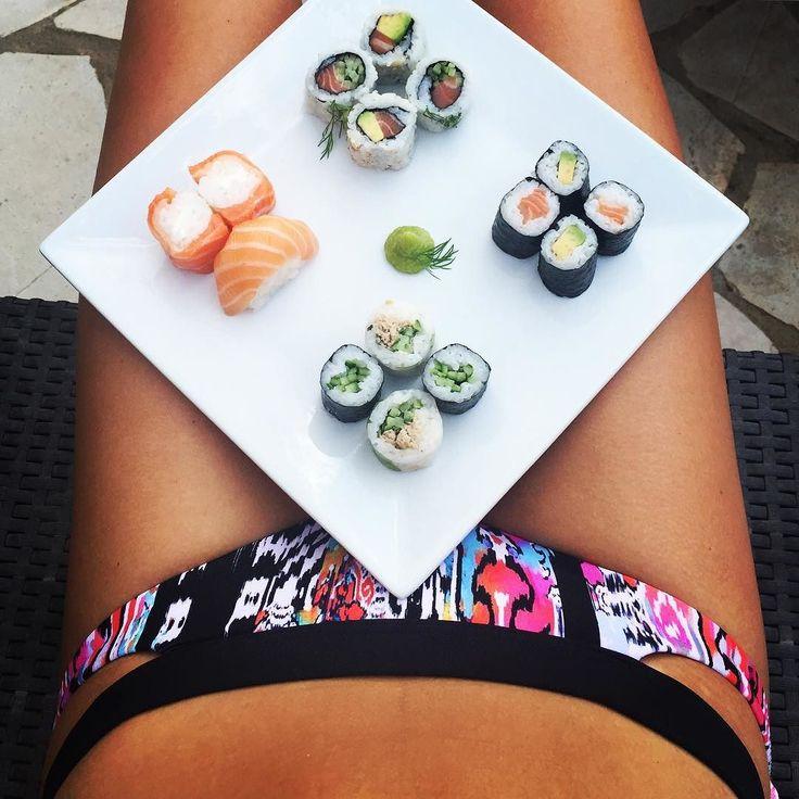 Sushi & Sun  #bonappetit  #foodporn #foodlove #sushi #sushilovers #maki #nigiri #wasabi #soja #lachs #avocat #tonno #healthy #fit #healthyfood #summeriscoming #fitness # #bikini #summervibes #summer #sun  #palms #montpellier #carnon #southfrance by franziskamariakarlinger