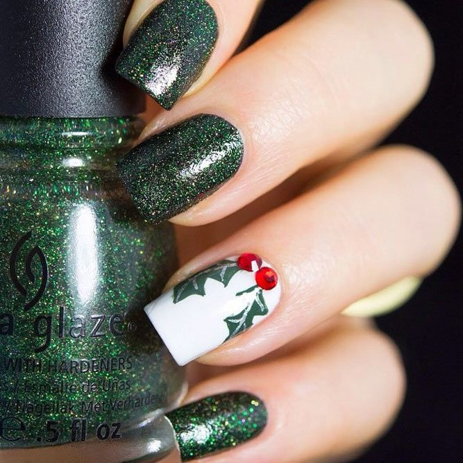 Adorable Holiday Nail Art Ideas ★ See more: http://glaminati.com/adorable-holiday-nail-art-ideas/