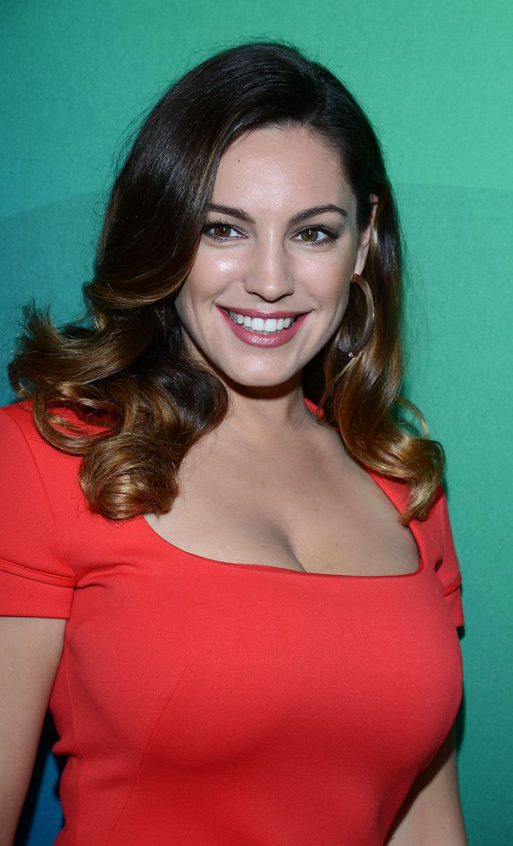 Kelly Brook postavi Busty Display Pink jopič in Lycra-5730