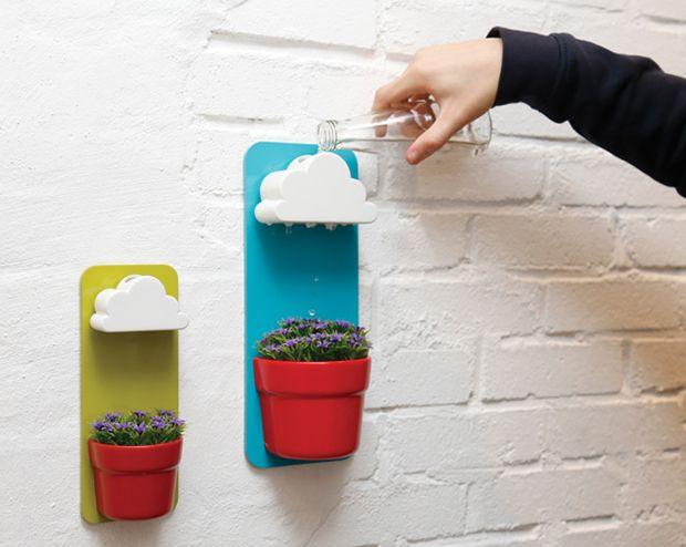 O vaso com chuvinha que vem com uma nuvem particular para decorar as suas plantas.