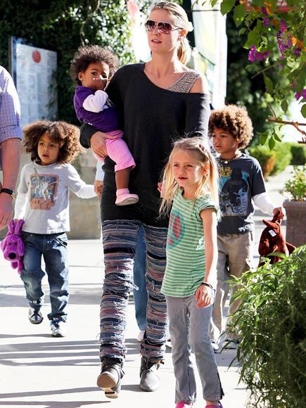 Klum and her shop-ready crew – Leni, 6, Henry, 5, Johan, 4, and Lou, 13 months – make their way to Star Toys in Brentwood, Calif., on Nov. 13 for some kid-friendly retail therapy.