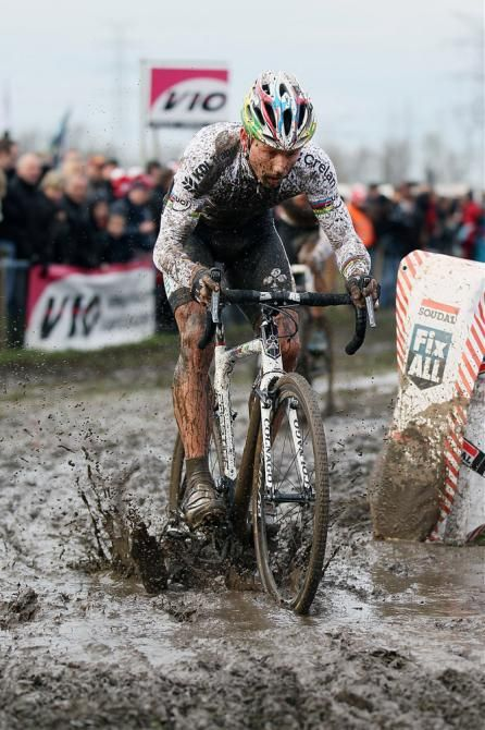 Sven Nys (Crelan-KDL) powers through the mud at Jaarmarktcross Niel