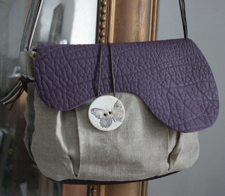 sac besace en cuir cassis  & lin - bouton en porcelaine motif papillon