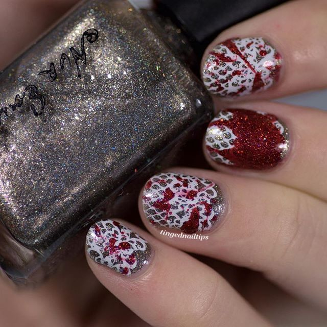 I wanted to do splatter nails for some time now and finally the perfect chance arrived 😆 The prompt for #clairestelle8feb happened to be 'Valentine's Day or Anti Valentine's Day' - we could choose and of course I picket anti 😉 This coincided with another mani that I wanted to do for the @nvrenuffpolish Facebook fangroup 😊 So for this, I used 'Long Live the King!' as the base and 'Transfiguration' for the splatter. I actually wanted to re-do the middle nail because the blob is really big…