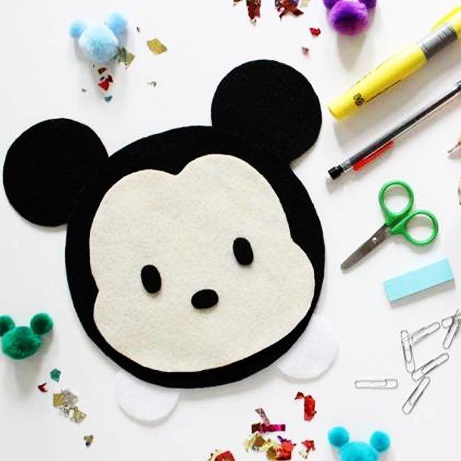 Met vilt, stoffenlijm en een rits kun je je eigen Mickey Tsum Tsum-etui maken.En hop! Je bent klaar voor het nieuwe schooljaar!