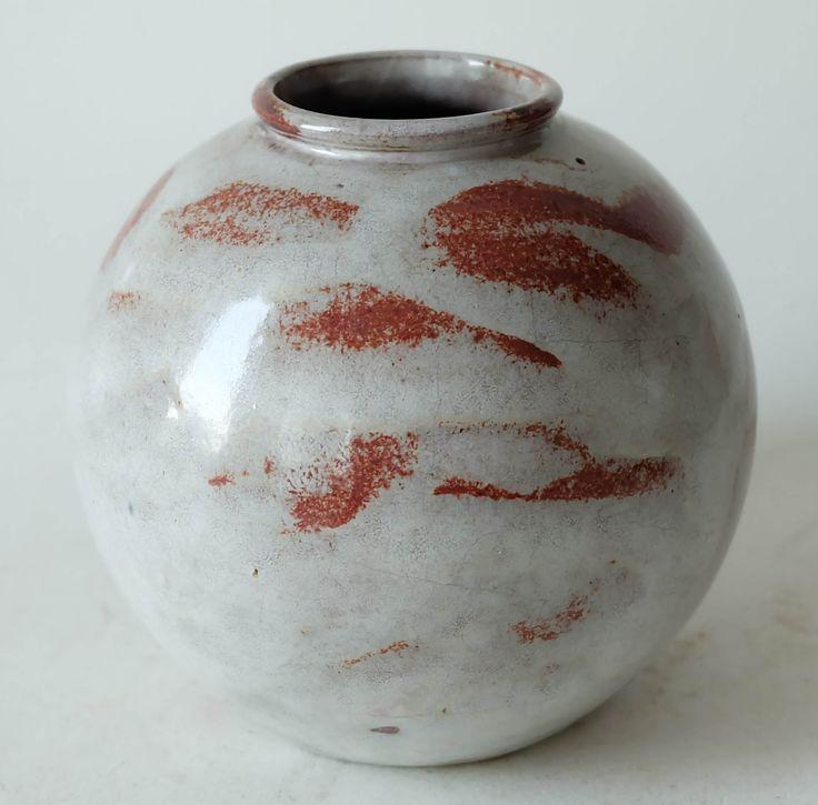 Lea Halpern ceramic vase.  More info on our website www.artimero.nl