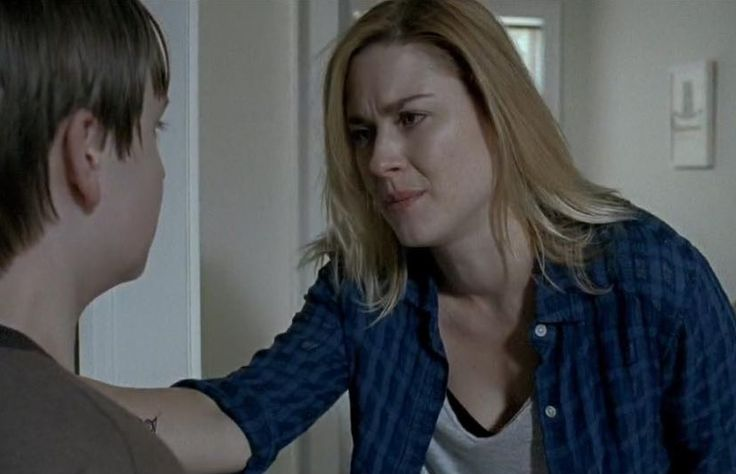 """Jessie Anderson attempting to comfort her son - Season 6.8 """"Start to Finish"""""""