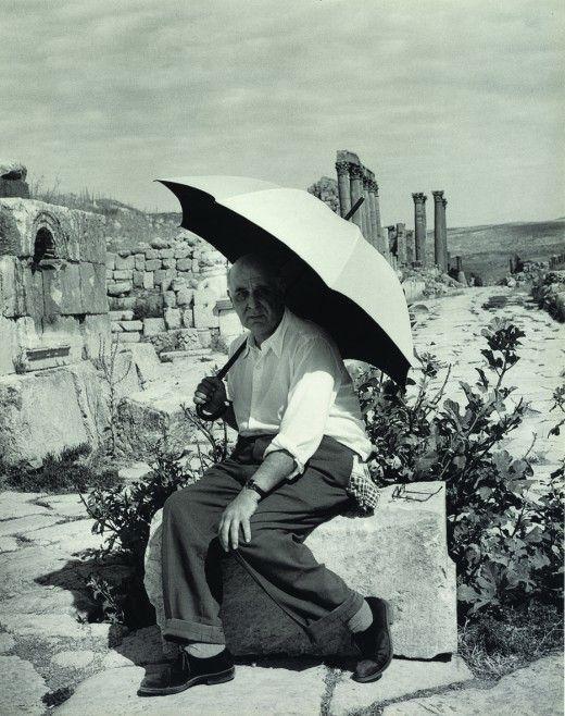 «Κατά βάθος είμαι ζήτημα φωτός» ομολογεί ο Σεφέρης...Φωτογραφία του ποιητή στην Κύπρο.