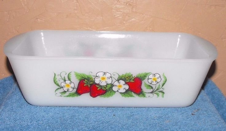 Vintage Glasbake J522 1 1/2 Qt. Loaf Pan Dish Milk Glass w/Strawberry Pattern