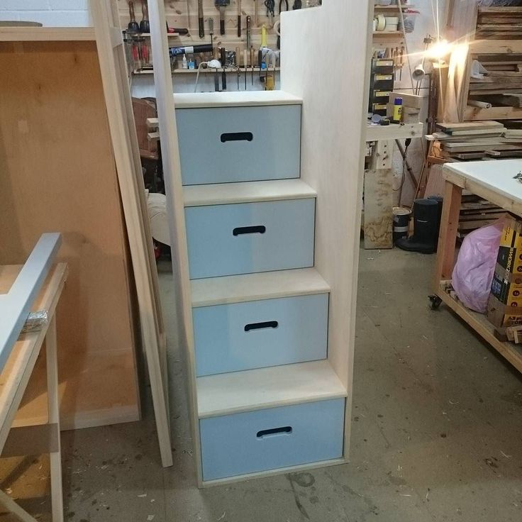 First time with the painted drawers in the stepped section on the loft bed really happy with how they look!  #handmade #bespoke #bespokefurniture #furniture #furnituremaker #woodwork #finewoodworking #unique #custom #paintedfurniture#farrowandball #craftsman #wood#rorydyerfurniture de rorydyerfurniture