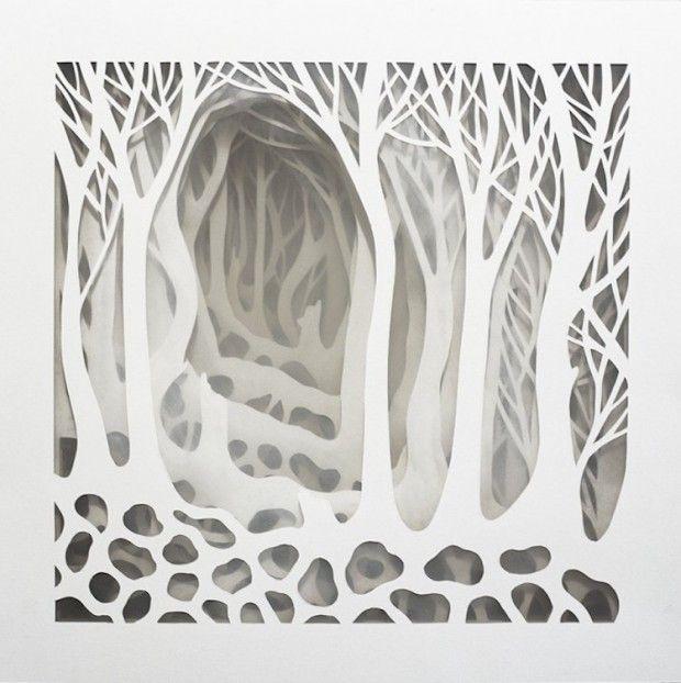 Dans sa récente série, La pietra e la piuma, l'artiste italienne Elisa Mearelli présente des oeuvres en papier tridimensionnelles qui jouent avec la lumièr