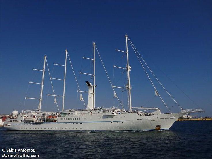 Το Wind Star αποπλέει από τον Πειραιά. 11/05/2013.