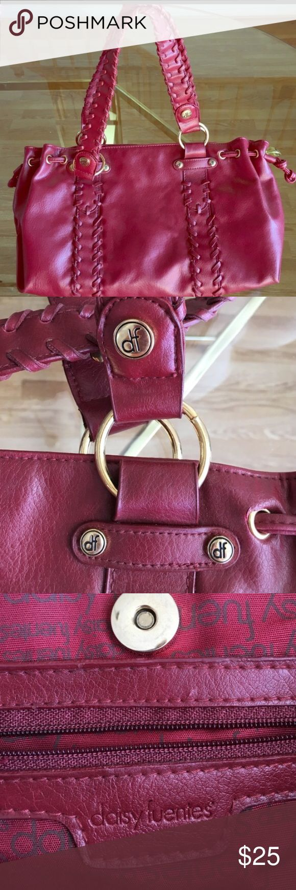 Cute red Daisy Fuentes handbag. No damage. Cute red Daisy Fuentes handbag. No damage. Measure 15 inches in width by 10 inches in height. Daisy Fuentes Bags Totes