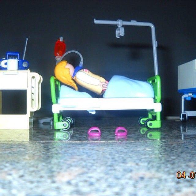 Playmobil Krankenstation | ZU VERKAUFEN | in sehr gutem Zustand mit 2 Betten sowie Spielfiguren, einem kleinen Schrank und Radio mit Tasse (siehe Bild) | Bei Interesse bitte eine e-Mail an verkaufensale@gmail.com oder per Instadirect eine Nachricht schicken! #instadirect #sale #verkaufen #verkaufensale #playmobil #toy #spielzeug #topZustand #krankenstation #nurse #sell #buy