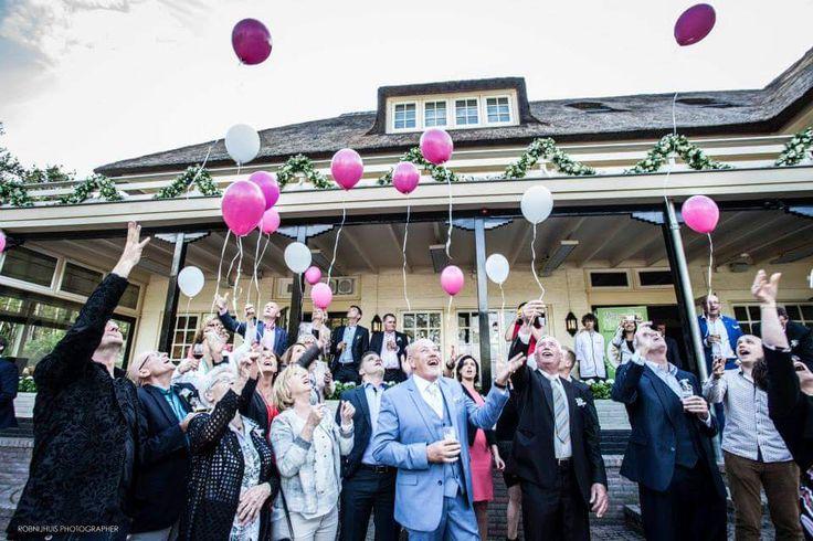 Bruiloft ballonnen oplaten #roze #wit #magenta #Hellendoorn