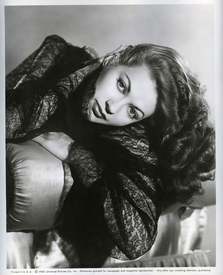 "Yvonne de Carlo en una imagen promocional de ""Criss Cross"" (El abrazo de la muerte, Siodmak, 1949) #cine #filmnoir"