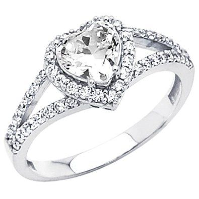 Heart Engagement Ring um I LOVE THIS.SOOO MUCH!!