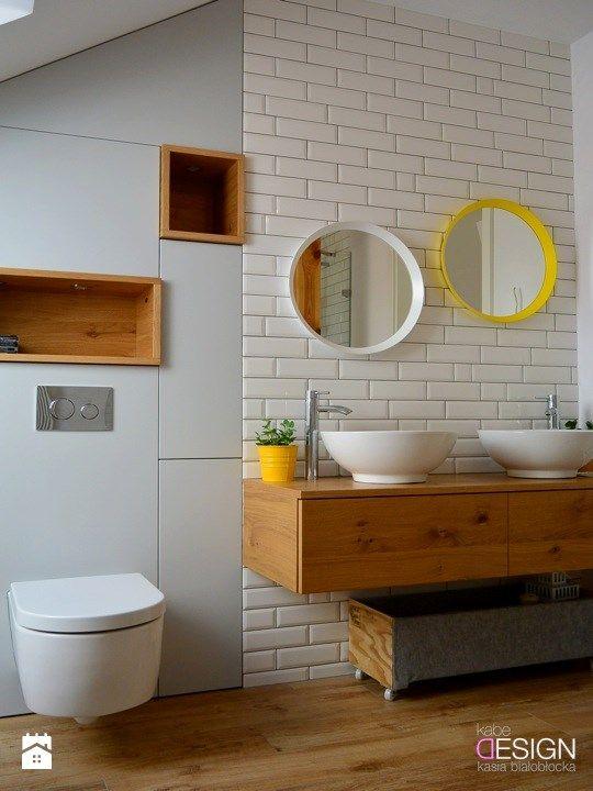 Projekt Łazienka - Średnia łazienka na poddaszu w domu jednorodzinnym z oknem, styl skandynawski - zdjęcie od kabeDesign kasia białobłocka