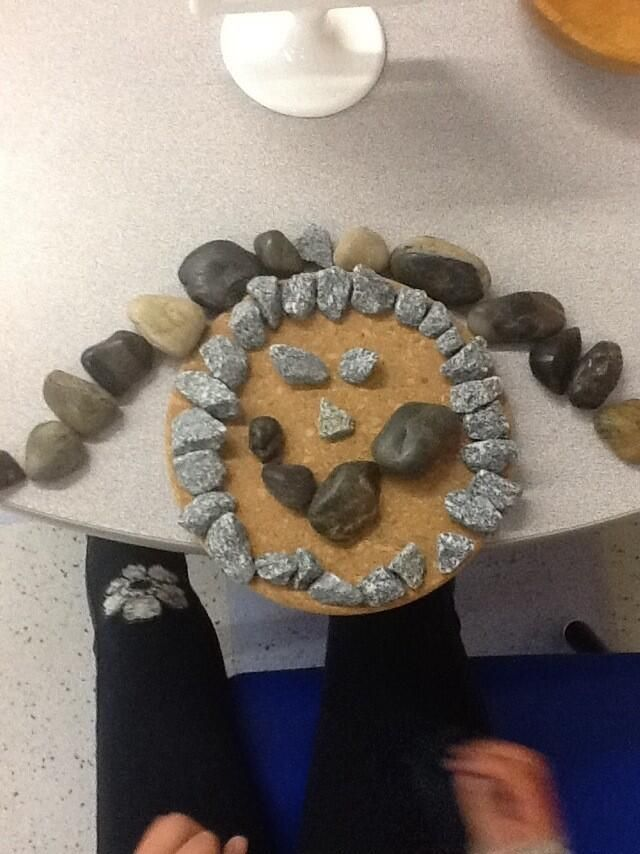 """Creating self portraits with natural materials from CV Kinders (sidlar_shaabani on Twitter) ("""",)"""
