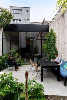 Interieurarchitecten Leen en Tim van Studio Reset zochten een groot pand om te verbouwen en botsten op een voormalige garage.