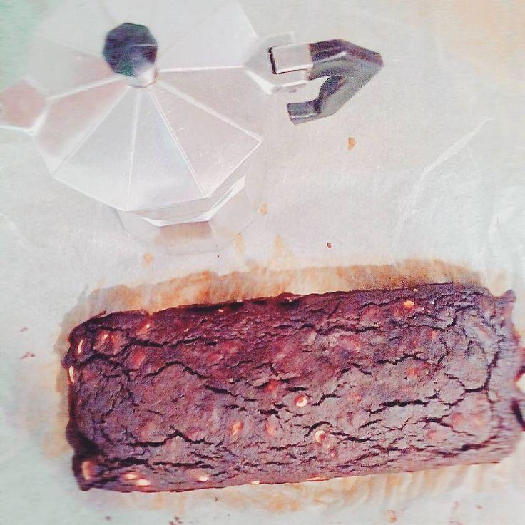Y como postre: brownie red velvet➡📝 ~ 8-10 dátiles remojados y triturados ~2 remolachas pequeñas cocidas ~3 huevos ~1 cdita mantequilla o AOVE ~15 gr de almendra molida ~15 gr copos de avena molidos ~40 gr cacao puro en polvo ~1 cda levadura química ~Nueces o piñones tostados ⏳30 minutos en horno a 180°C  y...listo!  #brownie #NoSugar #beetroot #healthysweets