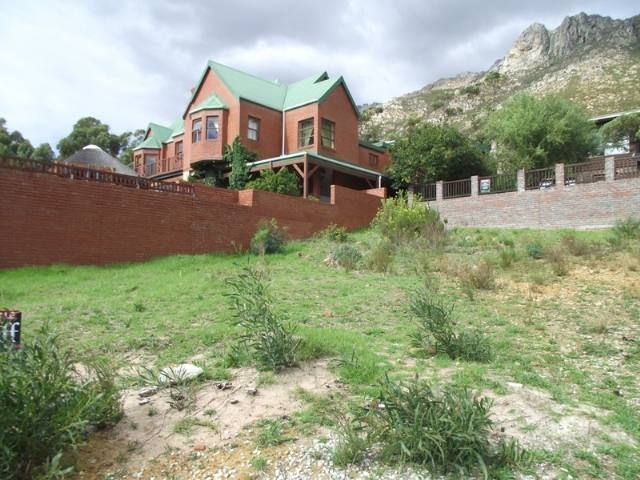 his erf has views over False Bay. Easy to build on the mountain in quiet cul de sac. Call me now for appointment. Gordons Bay Property | Price: R 595,000 | Ref: 2974671