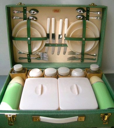 Mid century Pic -Nic set. Immaculate Never used . . .