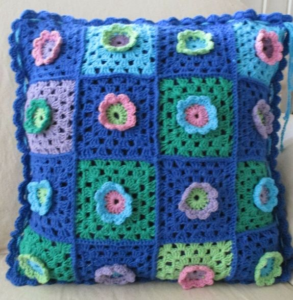 Eplabiter- Crochet pillow cover  Heklet putetrekk. http://epla.no/shops/bentestingogtang/