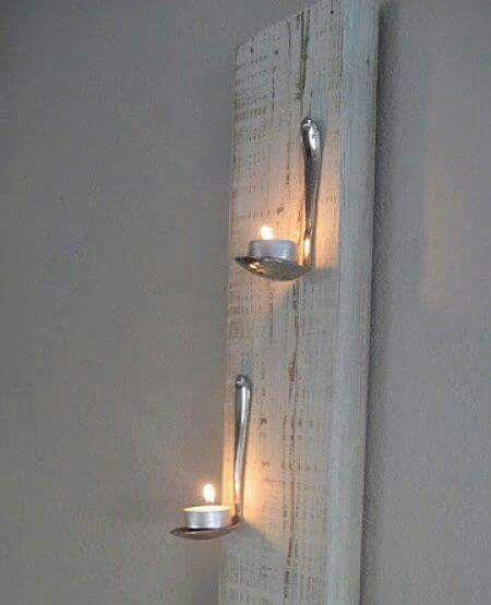 Lindo Porta-Velas...simples colheres fixadas em um pedaço de madeira rústico.