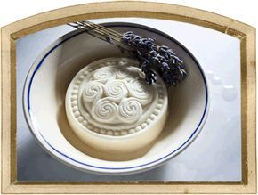 Lavendel-Sole-Seife mit Salzen für eine streichzarte Haut