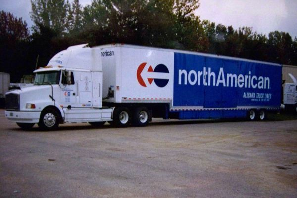 Pin By Jacob Thompson Arnone On North American Moving Trucks Van Lines Moving Truck Moving Van