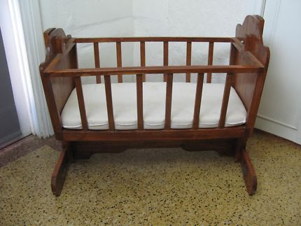 $70 VINTAGE DOLLS Rocking CRADLE Timber Play Crib 76x50x62cm Text 041191171 or email info@bitspencer.com