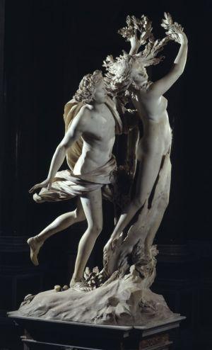(Napoli 1598 - Roma 1680)  Apolo y Dafne 1622-1625. Uno de los cuatro Grupos Borghesianos. Bernini captura la transformación de Dafne, retratando las diferentes etapas de sus cambios. La obra nos pide que interactuemos con ella: vista desde la espalda de Apolo, la figura de Dafne queda oculta, mostrándonos sólo el árbol en que se transforma, de modo que girando alrededor de la estatua tenemos una visión en el tiempo de la metamorfosis de la ninfa.