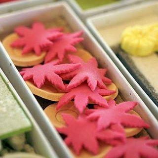 【junco_kobe】さんのInstagramをピンしています。 《北野町ダルビッシュコートでの神戸中国茶会で1年に1回だけ作られる特別なお菓子をお出ししました。 11月は「高雄」高雄山の紅葉と高い山から丸い1お皿を投げる風習を表したお菓子です。 #神戸 #神戸北野町 #神戸中国茶会 #ダルビッシュコート #中国茶インストラクター #中国茶会 #中国茶 #中国茶器 #中国蓋碗 #中国茶師 #京都 #京都老舗和菓子屋 #干菓子 #お正月のお菓子 #御所#時代祭 #都をどり #桜 #提灯 #嵐山竹林 #大文字 #大文字山 #高雄山#紅葉#高台寺 #月見 #萩 #烏龍茶 #阿里山茶 #高山茶》