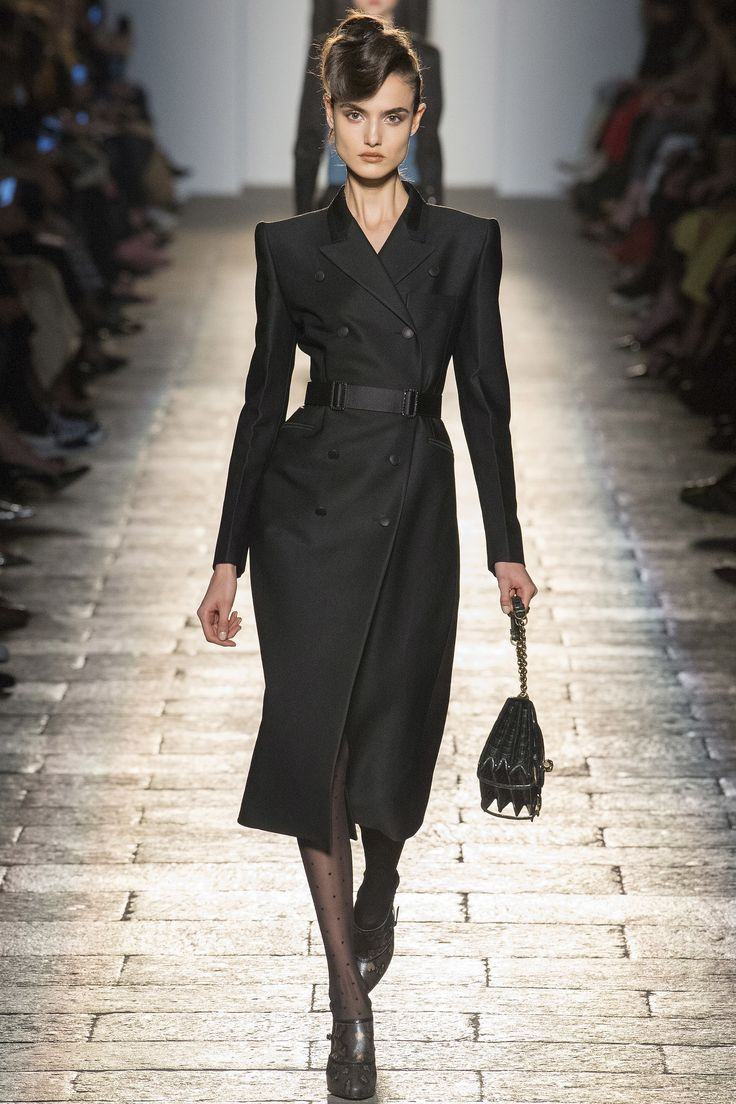 """For fall 17, Bottega Veneta opted for 1940s Hollywood glamour, with a strictly formal collection for both men and women. """"The men's and the women's complement each other. They wer…"""