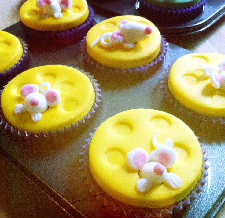 Harvest mice cupcakes peeking from holey cheese! #cupcakes #fondant #mice #harvest #autumn
