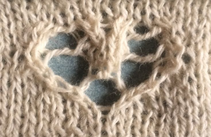 Serendipity heart motif | String Geekery - The combination of lace and cable is just lovely.