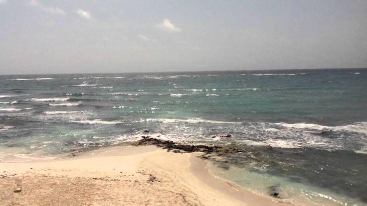 La música que me hace sentir el mar es mi mejor autorretrato. Me encanta el mar, creo que me define porque en un mismo escenario puedo experimentar muchas emociones. Y ese soy yo. También recuerdo el poema de Mario Benedetti sobre el mar, que también considero autorretrato. Lo hice juntando los videos que he grabado y más me gustan cerca del mar. Y que generalmente me pongo a ver cuando necesito paz e inspiración.