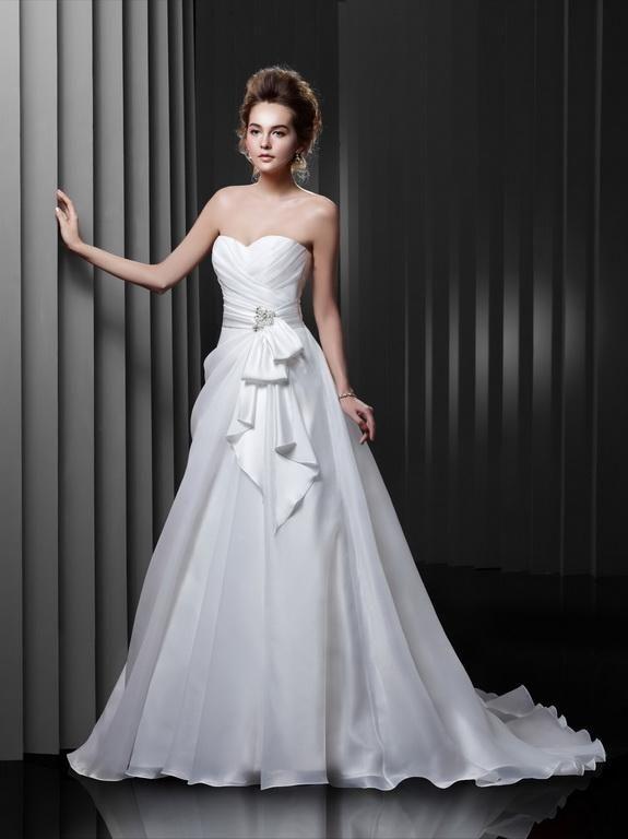 Igen Szalon wedding dress- BT13-10 #igenszalon #beautiful #weddingdress #bridalgown #eskuvoiruha #menyasszonyiruha #eskuvo #menyasszony #Budapest