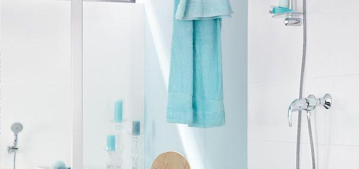 Las 25 mejores ideas sobre cortinas de ducha de color - Banos turquesa y marron ...