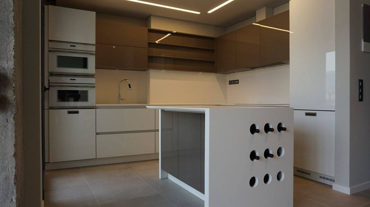 Kitchen by Kitchen Gallery Igoumenitsas  Mod.Aleve laccato lucido Appliances Kuppersbusch  Top corian by dupont Petsis