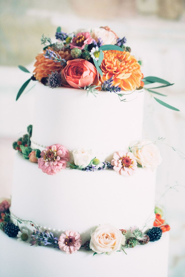 Inspiration: Bridal Flowerpower in der Arche Noah Photography: Somethingblue – Bianca Hochenauer Photography Cake: Schnabulerie