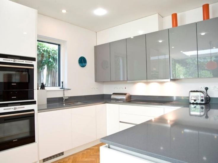 Veeve  4 Bedroom 60S Chic Broughton Gardens Highgate London, United Kingdom